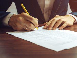 خدمات الصياغة القانونية وكتابة العقود في الإمارات