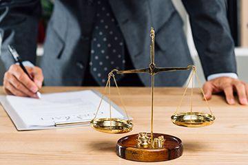 الصياغة القانونية والتصديق في دبي