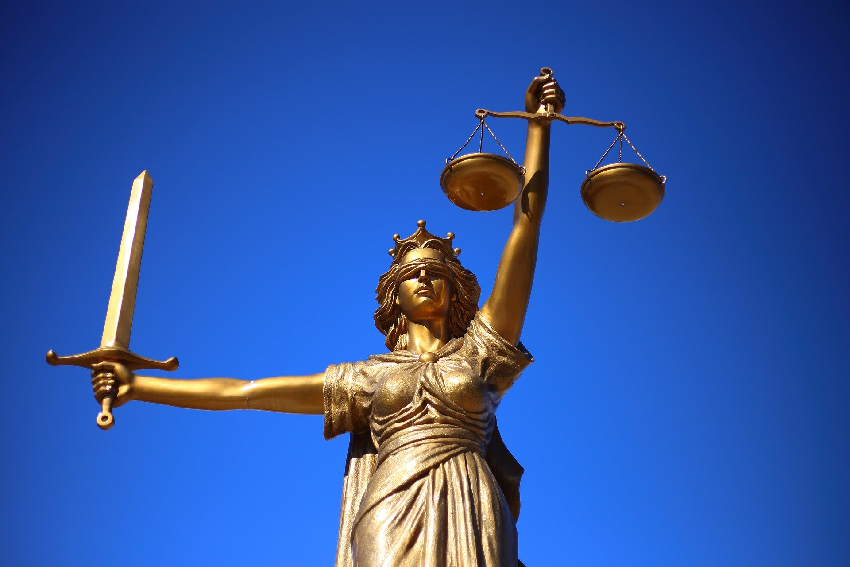 محامي في الامارات