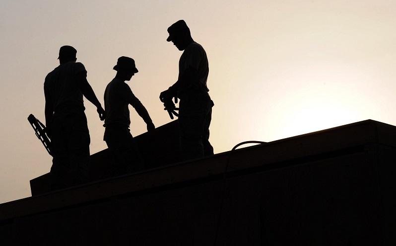 العمال وقوانين العمل في دبي