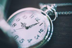 الوقت المحدد لتقديم الشيك