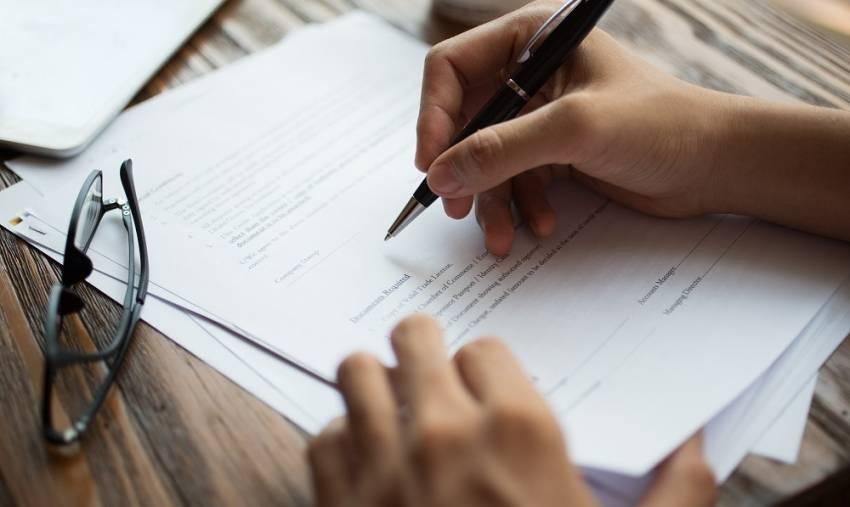 كيف تتحقق من صحة عقد العمل وفقا للقوانين في دولة الإمارات العربية المتحدة